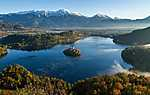 Partner Kollekció: A Bled tó térsége, Szlovénia - Légifelvétel (id: 17602) falikép keretezve