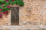 Dorf Haus Mediterran Rustikal mit Holz Tür, Stein Mauer und Boug (id: 13906)