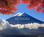 Fuji szent hegye a kék ég hátterében Japánban (id: 9421) poszter