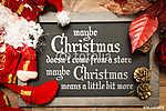Talán a karácsony nem jön el a boltból, talán a karácsonyi eszkö (id: 7043) többrészes vászonkép