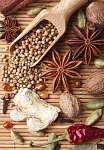 Fűszerek és gyógynövények bambusz szőnyegen (id: 7143) bögre