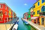 Velencei mérföldkő, Burano sziget-csatorna, színes házak és csón (id: 11848) vászonkép óra