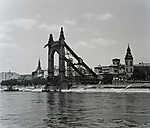 Felrobbantott Erzsébet-híd, pesti hídfő (1950) (id: 20160) falikép keretezve