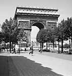 Párizs, a Diadalív a Champs-Élysées felől fényképezve (1966) (id: 20282) poszter