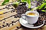 Egy csésze gőzölgő kávé fehér csészében (id: 590)