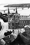 Esztergom, Loyolai Szent Ignác templom, háttérben a Mária Valéria híd (1940) (id: 20591) falikép keretezve