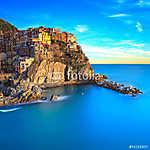 Manarola falu, sziklák és a tenger napnyugtakor. Cinque Terre, O (id: 4299) falikép keretezve