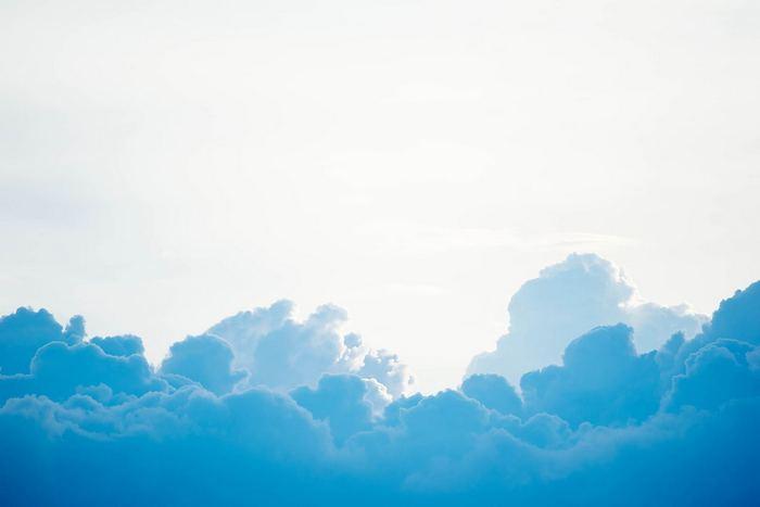 Fehér ég, kék felhő, Partner Kollekció