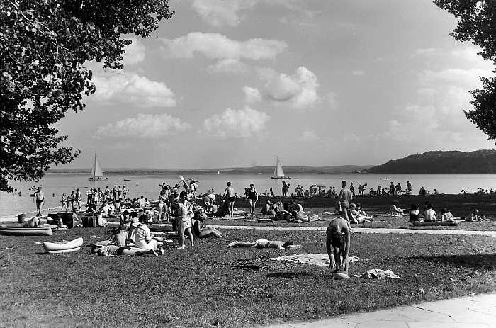 A balatonfüredi kemping strandja (1964), FORTEPAN