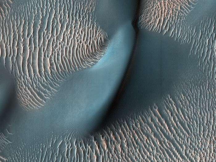 Dűnék és hulllámok a Marson, Proctor kráter (színezett), Fotóművészek