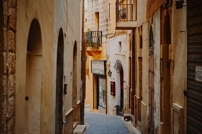 Szűk utca, La Valletta, Málta, Partner Kollekció