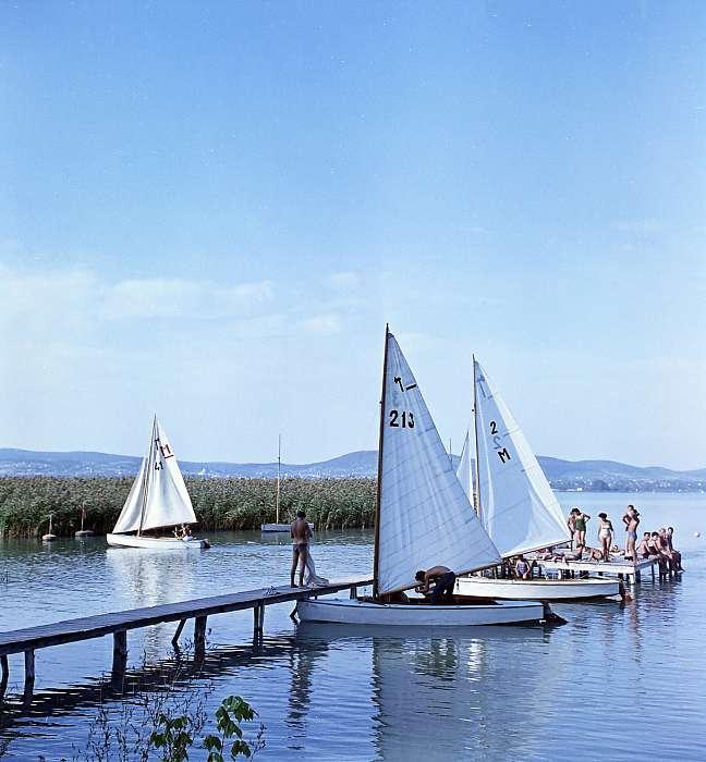 Vitorláshajók Tihanynál (1961), FORTEPAN
