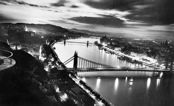 Gellérthegy, kilátás a kivilágított városra a Parlament felé nézve (1935), FORTEPAN