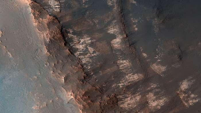 Becsapódási kráter középső kiemelkedése, Mars felszín, Fotóművészek
