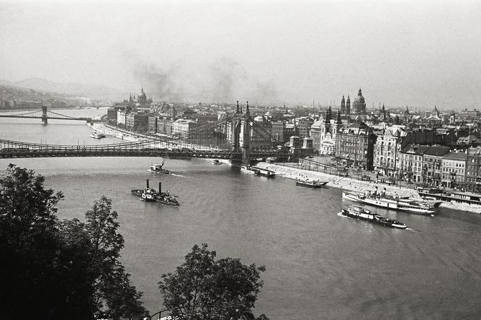 Kilátás az Erzsébet híd és a Bazilika felé (1939), FORTEPAN