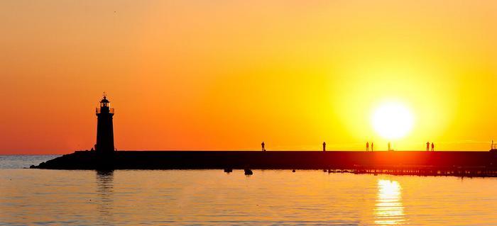 Világító torony naplementében (Mallorca),