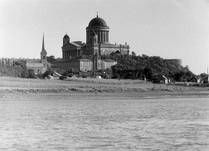 Esztergomi Bazilika a Dunáról nézve (1952), FORTEPAN