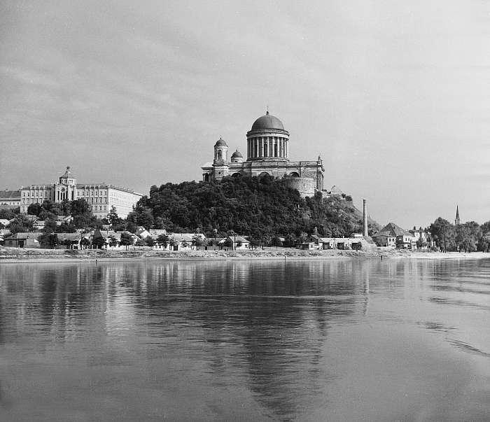 Esztergom, az Ószeminárium és a Bazilika (1955), FORTEPAN