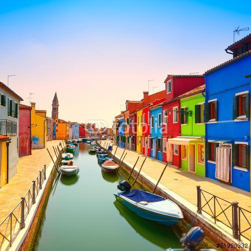 Velencei mérföldkő, Burano sziget-csatorna, színes házak és csón, Premium Kollekció