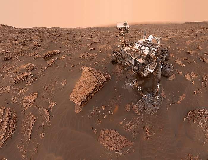 Curiosity rover, porvihar szelfi a Marson, Fotóművészek