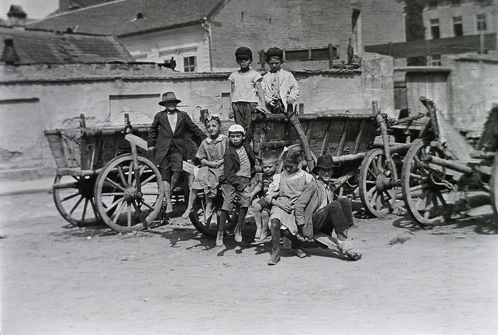 Tabán a felvétel az Aranykakas utca és az Ív utca találkozásánál lévő térnél készült (1912), FORTEPAN
