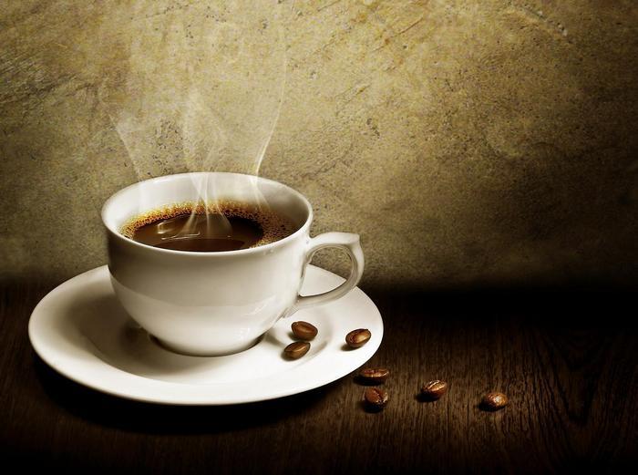 Egy csésze gőzölgő kávé,