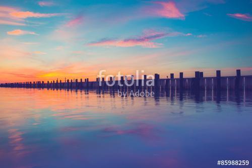 Pier az óceán felett a naplementében, Long Island NY, Premium Kollekció