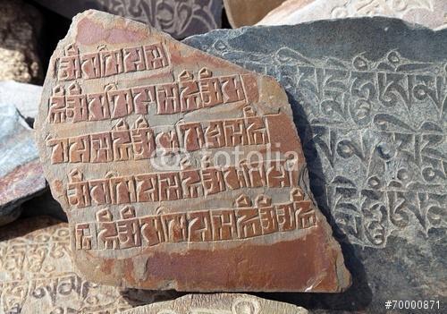 Mani fal és kő buddhista szimbólumokkal, Premium Kollekció