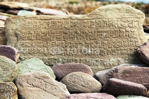 Mani fal és kövek buddhista szimbólumokkal, Premium Kollekció
