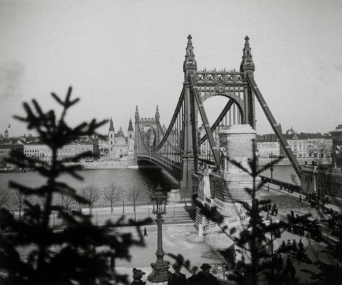 Erzsébet híd, szemben a pesti hídfőnél a Belvárosi templom (1904), FORTEPAN