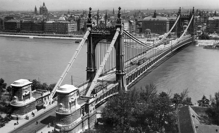 Erzsébet híd a Gellérthegyről nézve (1941), FORTEPAN